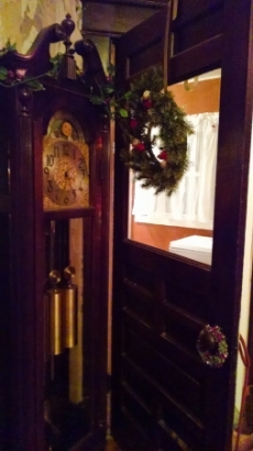 doesn't that look nice with a grandfather clock?